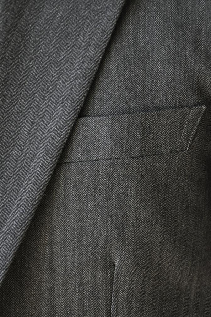DSC07921 お客様のスーツの紹介-CANONICO グレーヘリンボーン スリーピース- 名古屋の完全予約制オーダースーツ専門店DEFFERT