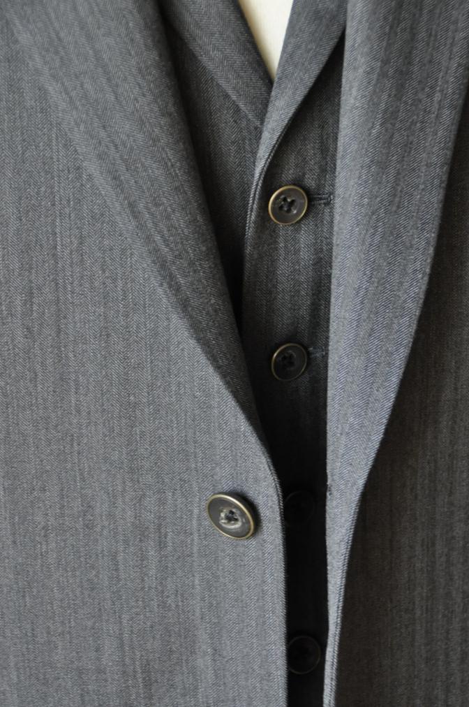 DSC07931 お客様のスーツの紹介-CANONICO グレーヘリンボーン スリーピース- 名古屋の完全予約制オーダースーツ専門店DEFFERT