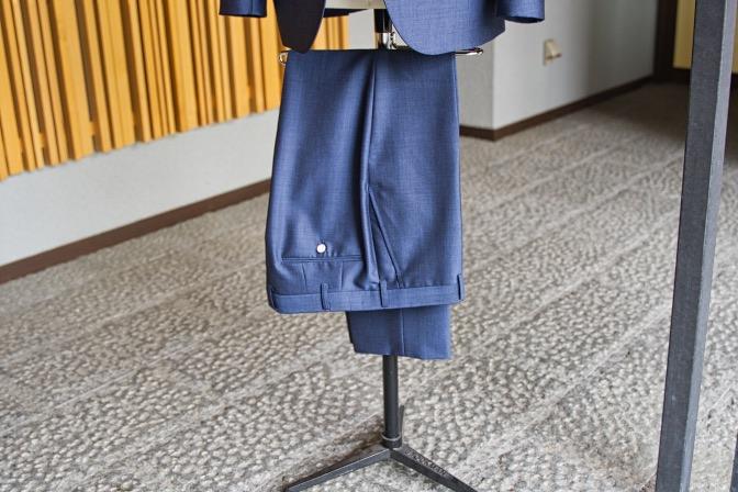 DSC07937 オーダースーツの紹介-LASSIERE MILLS  ネイビーモヘア混スーツ-