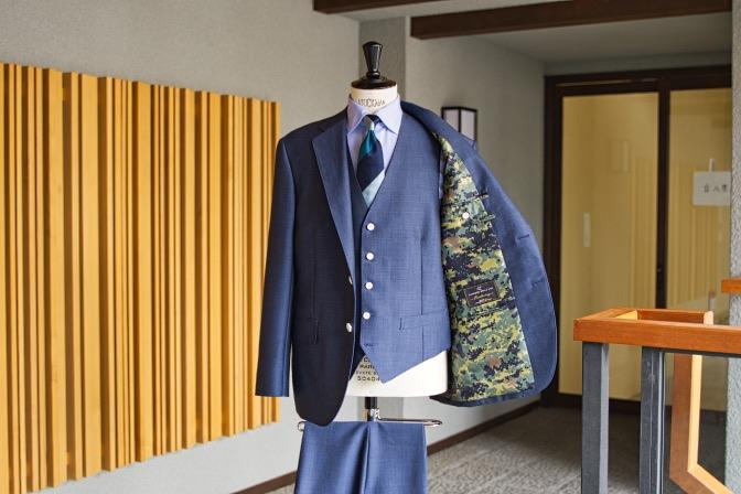 DSC07941 オーダースーツの紹介-LASSIERE MILLS  ネイビーモヘア混スーツ-