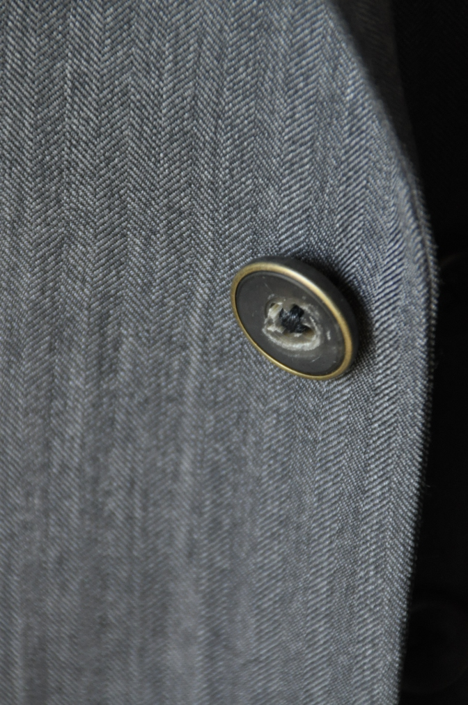 DSC07941 お客様のスーツの紹介-CANONICO グレーヘリンボーン スリーピース- 名古屋の完全予約制オーダースーツ専門店DEFFERT