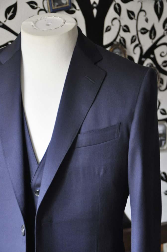 DSC0796-3 お客様のスーツの紹介-Biellesi 無地ネイビースリーピース-
