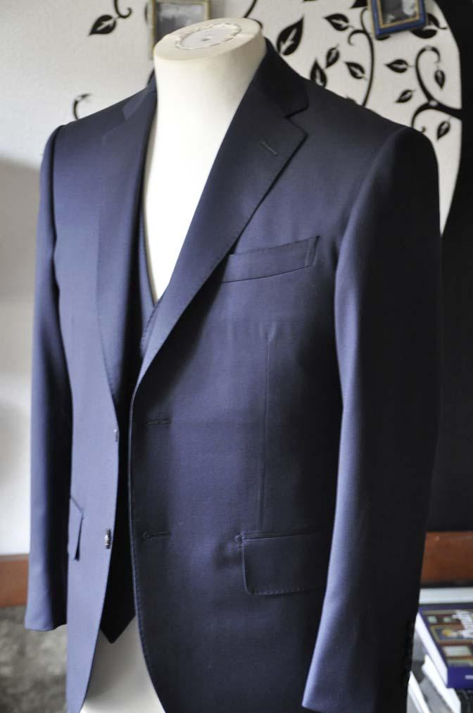 DSC0799-2 お客様のスーツの紹介-Biellesi 無地ネイビースリーピース-
