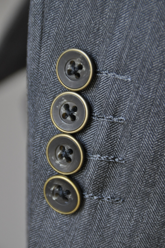 DSC07991 お客様のスーツの紹介-CANONICO グレーヘリンボーン スリーピース- 名古屋の完全予約制オーダースーツ専門店DEFFERT