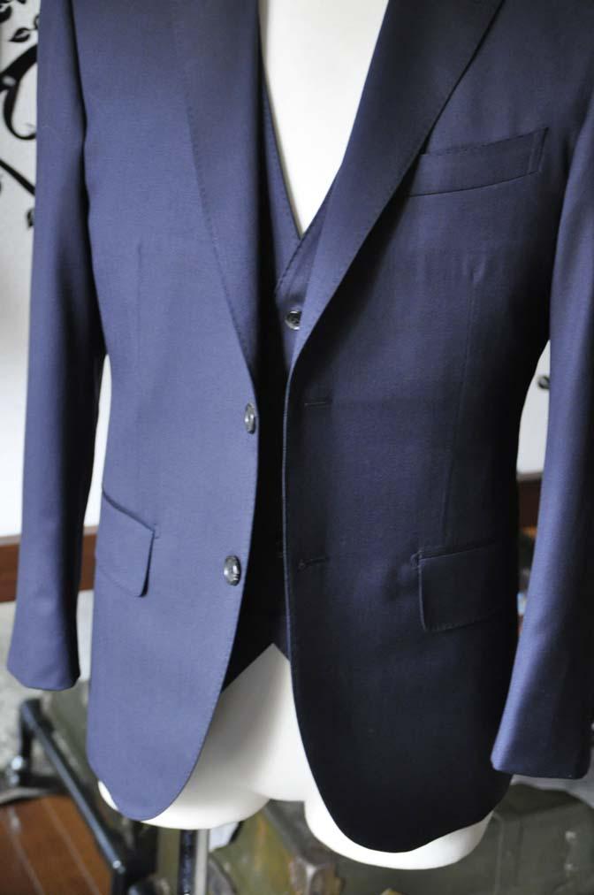 DSC0801-2 お客様のスーツの紹介-Biellesi 無地ネイビースリーピース-