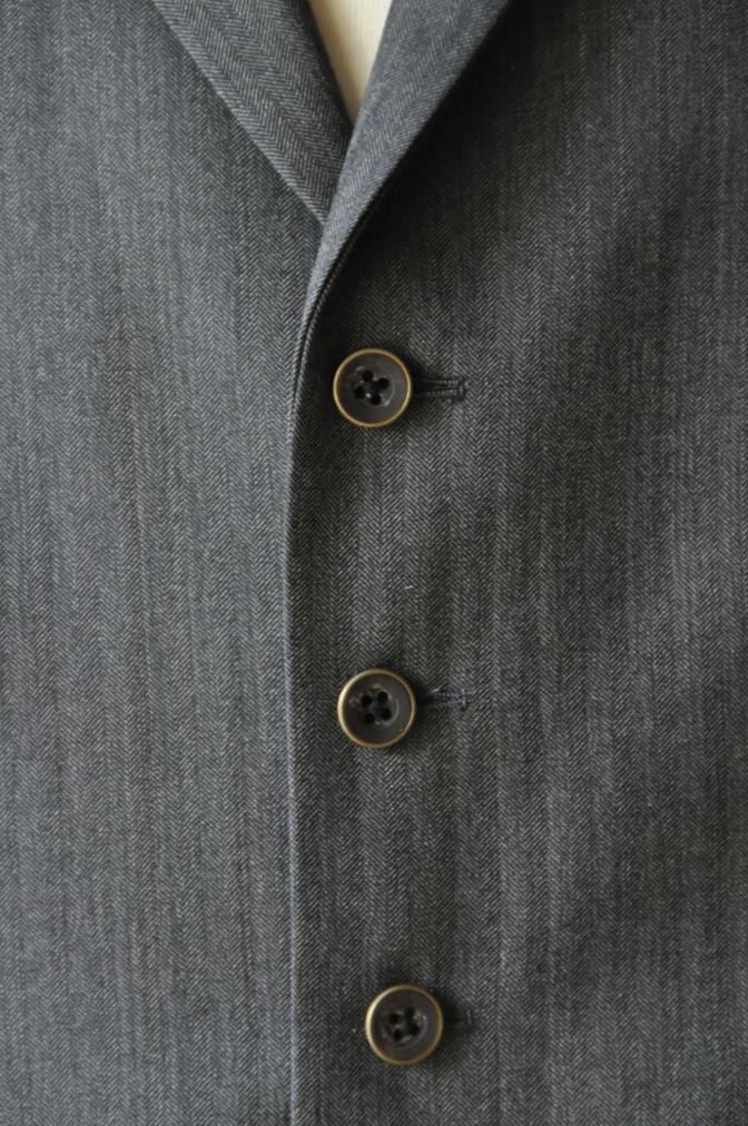 DSC08022 お客様のスーツの紹介-CANONICO グレーヘリンボーン スリーピース- 名古屋の完全予約制オーダースーツ専門店DEFFERT
