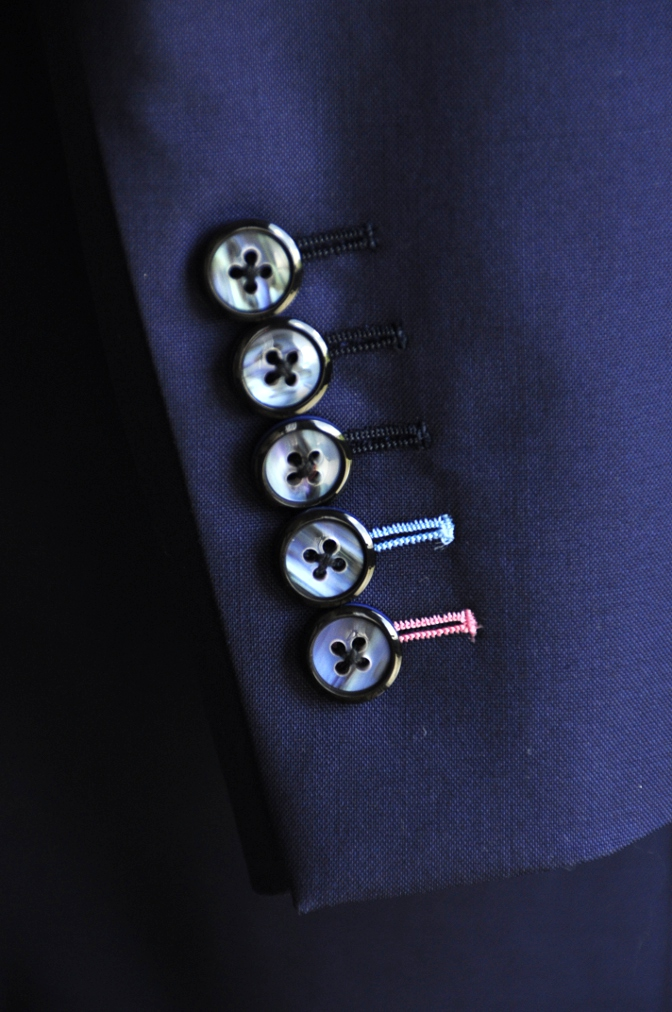 DSC08052 人気の仕様~ボタンホール糸色変更~