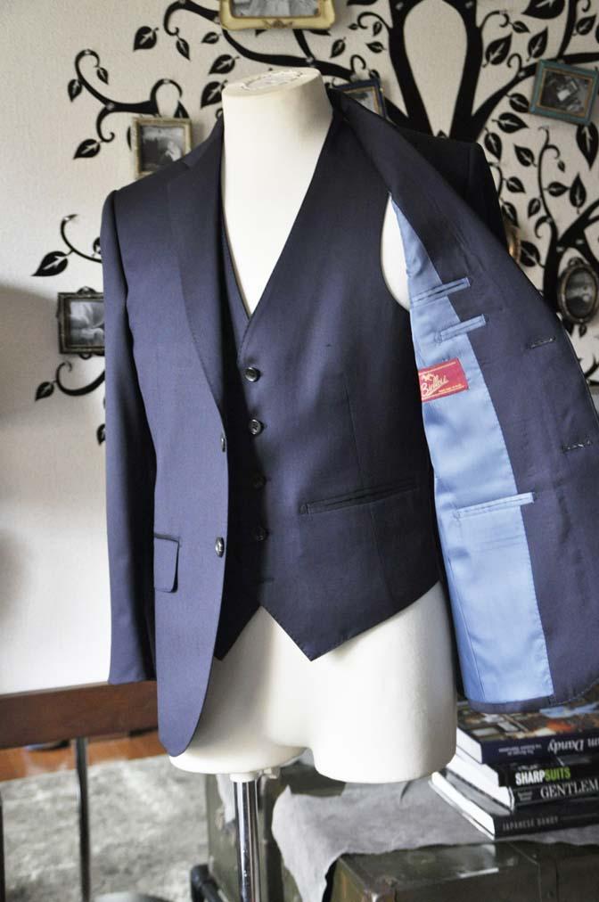 DSC0808-2 お客様のスーツの紹介-Biellesi 無地ネイビースリーピース-