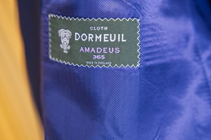 DSC08129 オーダースーツの紹介-DORMEUIL AMADEUS365  ネイビーストライプスーツ-