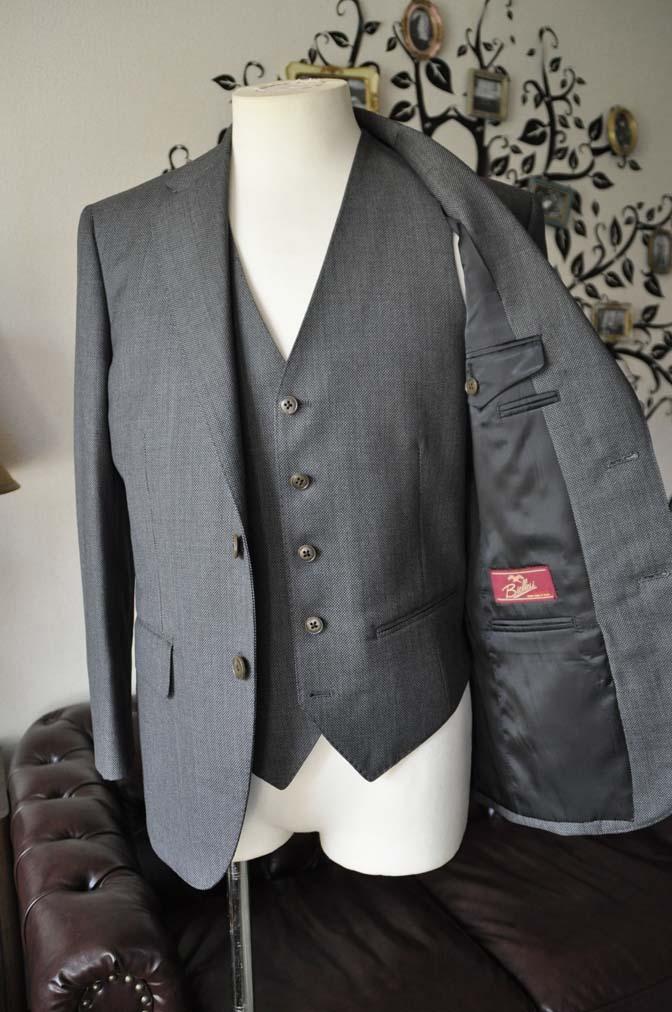 DSC0822-6 お客様のスーツの紹介-Biellesiグレーバーズアイスリーピース- 名古屋の完全予約制オーダースーツ専門店DEFFERT