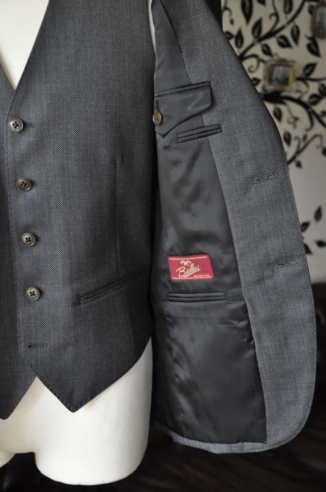 DSC0823-6 お客様のスーツの紹介-Biellesiグレーバーズアイスリーピース- 名古屋の完全予約制オーダースーツ専門店DEFFERT