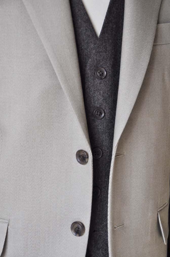DSC0824-3 お客様のウエディング衣装の紹介- 御幸毛織 無地ベージュスーツ ブラウンベスト-DSC0824-3 お客様のウエディング衣装の紹介- 御幸毛織 無地ベージュスーツ ブラウンベスト- 名古屋市のオーダータキシードはSTAIRSへ