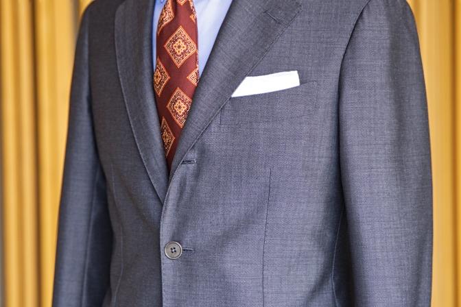 DSC08286 オーダースーツの紹介-LASSIERE MILLS  ネイビーグレーモヘア混スーツ-