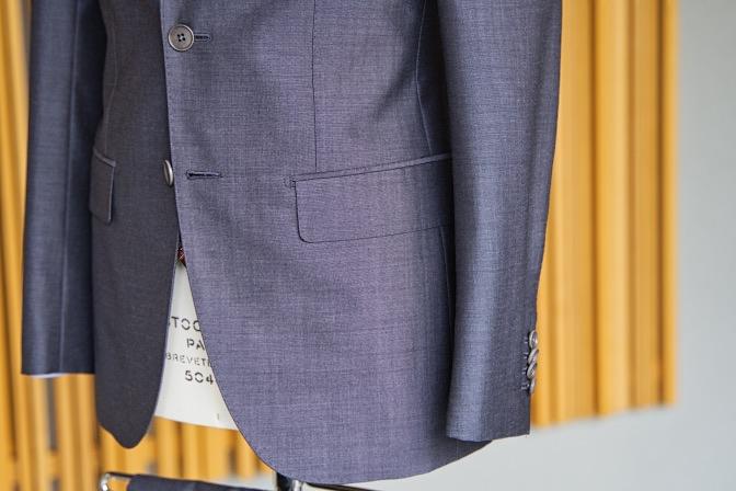 DSC08288 オーダースーツの紹介-LASSIERE MILLS  ネイビーグレーモヘア混スーツ-