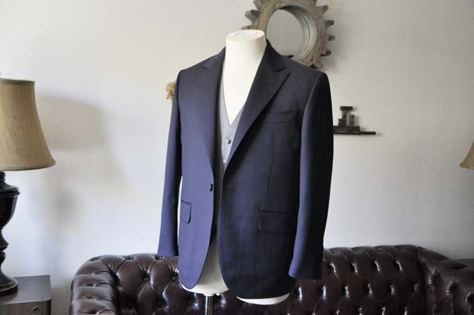 DSC0830-1 お客様のウエディング衣装の紹介-Biellesi ネイビードットスーツ グレーベスト-