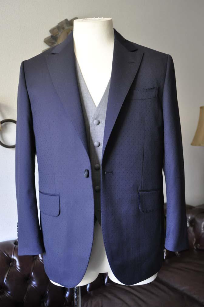 DSC0831-1 お客様のウエディング衣装の紹介-Biellesi ネイビードットスーツ グレーベスト-