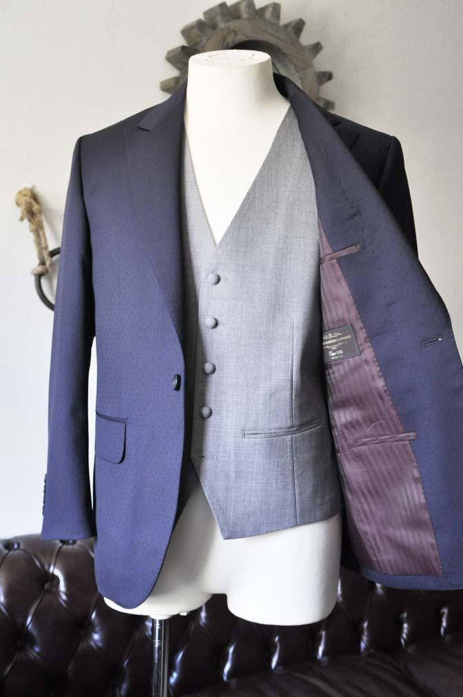 DSC0832-2 お客様のウエディング衣装の紹介-Biellesi ネイビードットスーツ グレーベスト-DSC0832-2 お客様のウエディング衣装の紹介-Biellesi ネイビードットスーツ グレーベスト- 名古屋市のオーダータキシードはSTAIRSへ