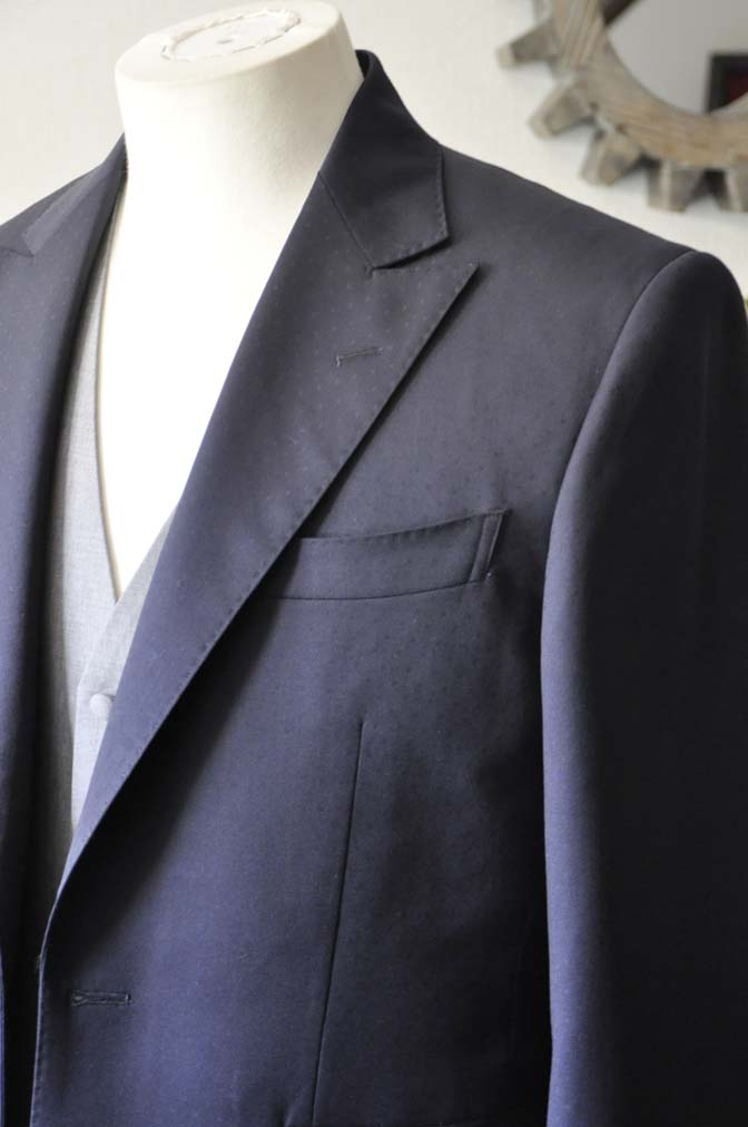 DSC0837-1 お客様のウエディング衣装の紹介-Biellesi ネイビードットスーツ グレーベスト-