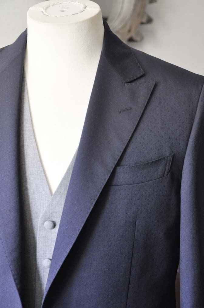 DSC0838-1 お客様のウエディング衣装の紹介-Biellesi ネイビードットスーツ グレーベスト-DSC0838-1 お客様のウエディング衣装の紹介-Biellesi ネイビードットスーツ グレーベスト- 名古屋市のオーダータキシードはSTAIRSへ