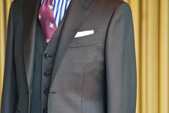 DSC08435 オーダースーツの紹介-Savile Cliffordブラウンスリーピーススーツ-