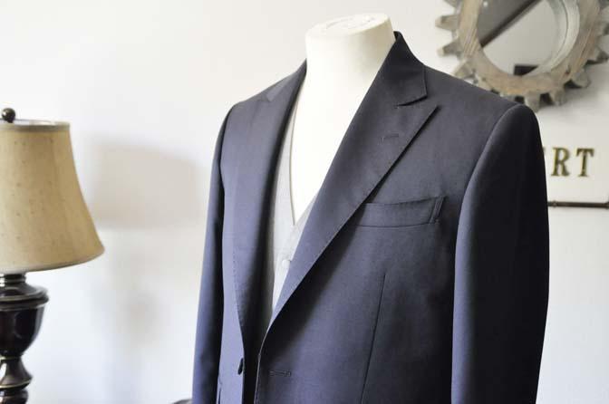 DSC0847-1 お客様のウエディング衣装の紹介-Biellesi ネイビードットスーツ グレーベスト-