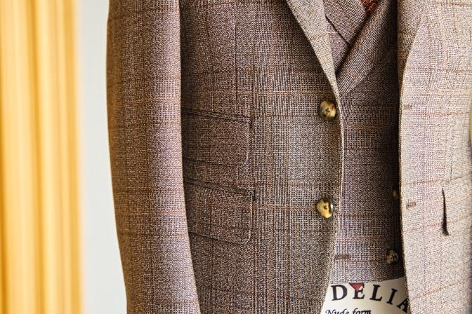DSC08486 オーダースーツの紹介-Tallia di delfinoブラウンチェックスリーピーススーツ-