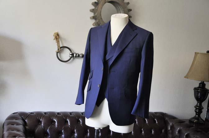 DSC0851-1 お客様のスーツの紹介- Biellesi ネイビーストライプ スリーピース- 名古屋の完全予約制オーダースーツ専門店DEFFERT
