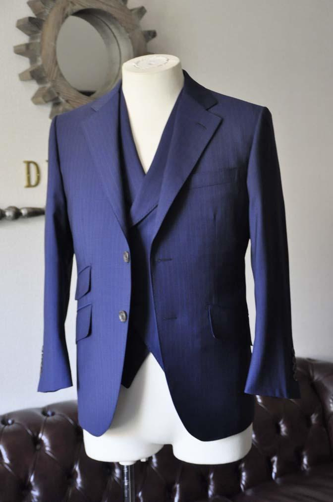 DSC0852-1 お客様のスーツの紹介- Biellesi ネイビーストライプ スリーピース- 名古屋の完全予約制オーダースーツ専門店DEFFERT