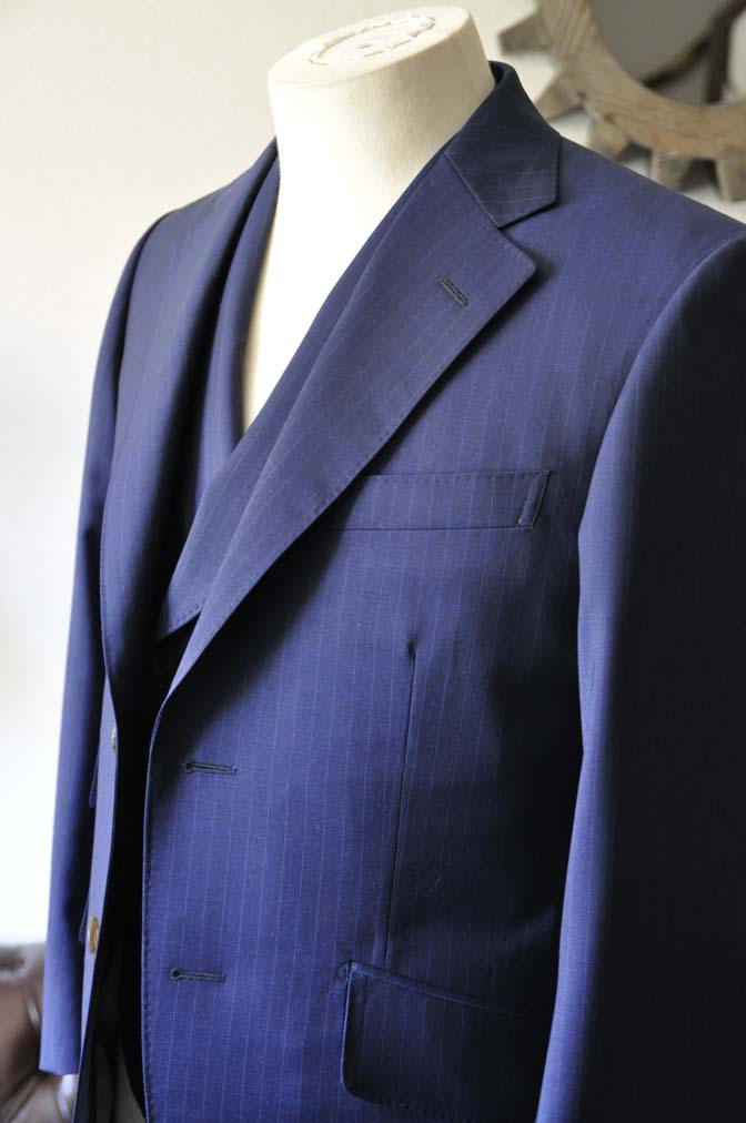 DSC0856-1 お客様のスーツの紹介- Biellesi ネイビーストライプ スリーピース- 名古屋の完全予約制オーダースーツ専門店DEFFERT