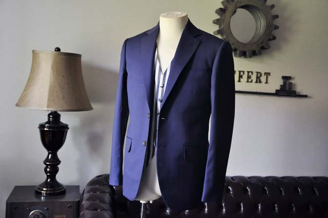 DSC0859-2 お客様のウエディング衣装の紹介-Biellesi ネイビースーツ ストライプベスト-