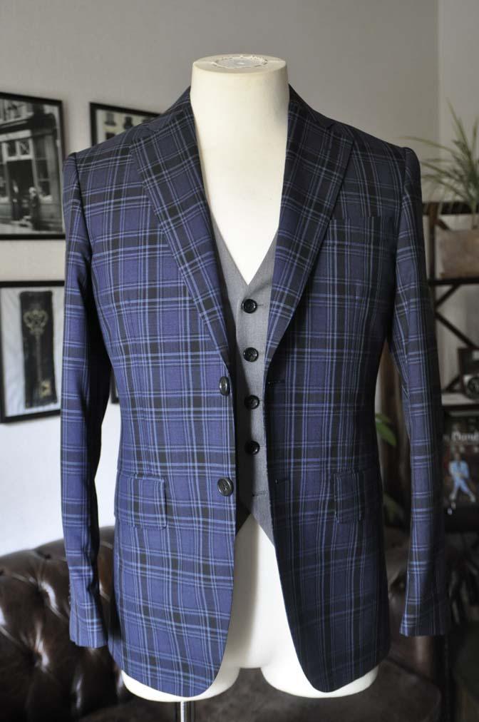 DSC08653 お客様のウエディング衣装の紹介-CANONICOネイビーチェックスーツ グレーベスト-