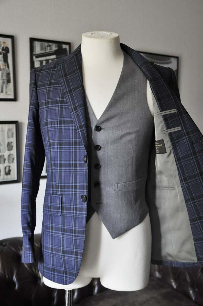 DSC08662 お客様のウエディング衣装の紹介-CANONICOネイビーチェックスーツ グレーベスト-