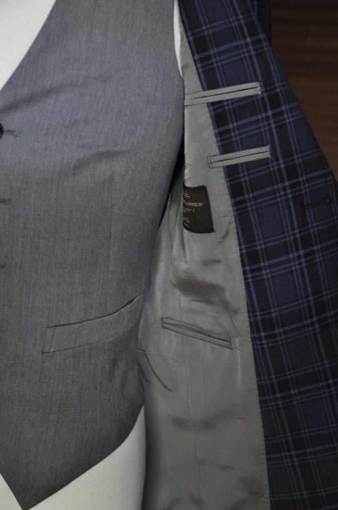 DSC08671 お客様のウエディング衣装の紹介-CANONICOネイビーチェックスーツ グレーベスト-