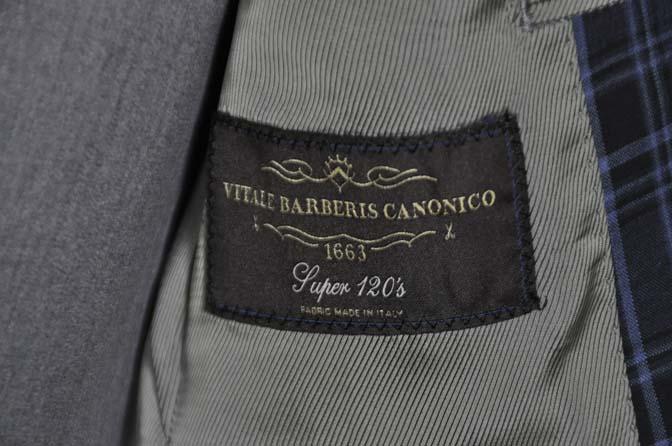 DSC08683 お客様のウエディング衣装の紹介-CANONICOネイビーチェックスーツ グレーベスト-