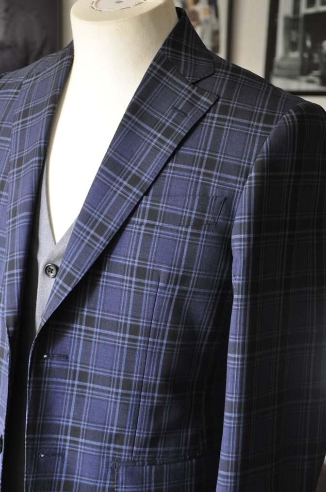 DSC08703 お客様のウエディング衣装の紹介-CANONICOネイビーチェックスーツ グレーベスト-