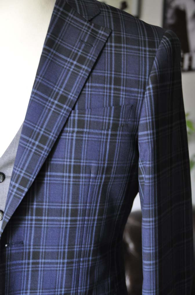 DSC08722 お客様のウエディング衣装の紹介-CANONICOネイビーチェックスーツ グレーベスト-