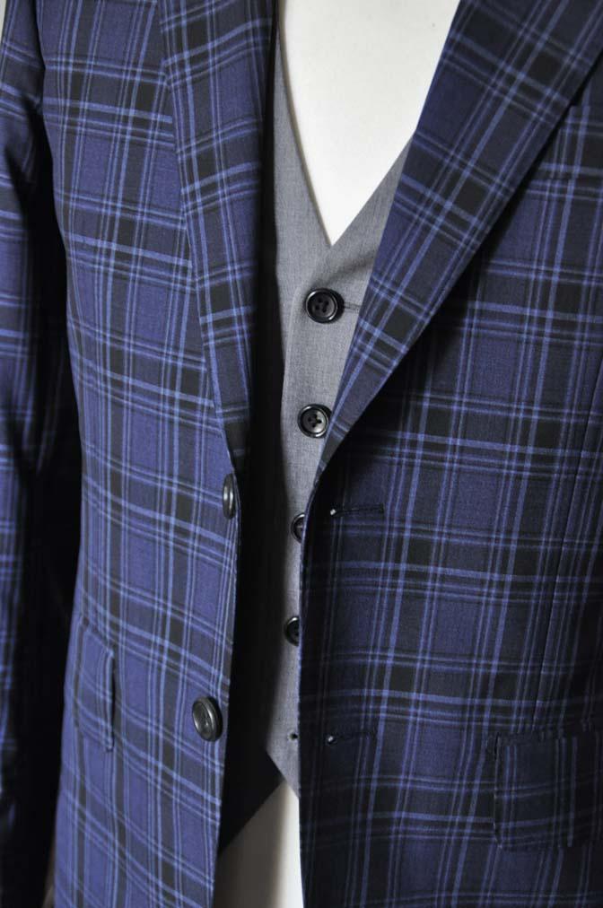 DSC08732 お客様のウエディング衣装の紹介-CANONICOネイビーチェックスーツ グレーベスト-