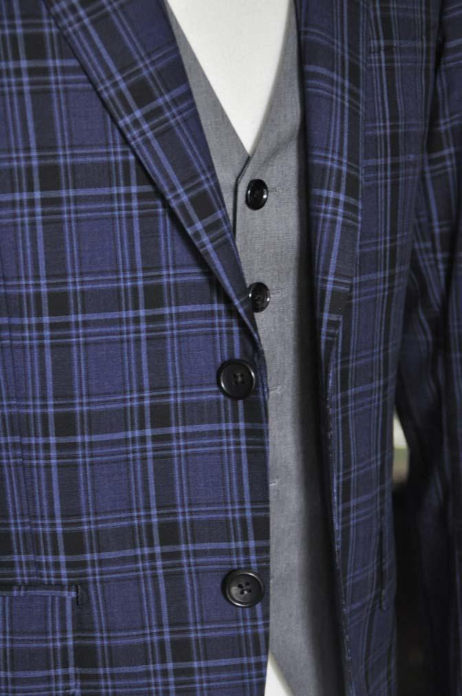 DSC08742 お客様のウエディング衣装の紹介-CANONICOネイビーチェックスーツ グレーベスト-