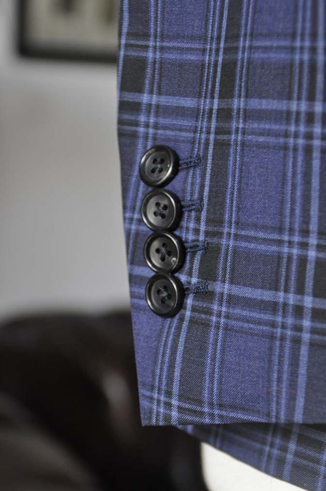 DSC08772 お客様のウエディング衣装の紹介-CANONICOネイビーチェックスーツ グレーベスト-