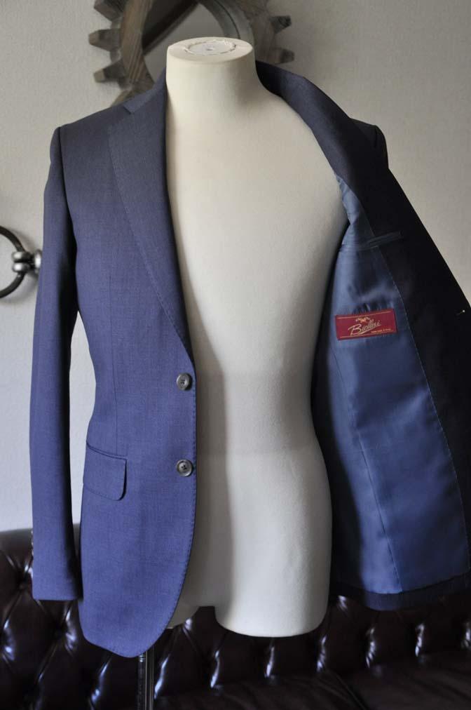 DSC0879-1 お客様のスーツの紹介- Biellesi 無地ネイビースリーピーススーツ-