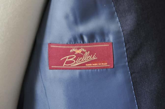 DSC0882-1 お客様のスーツの紹介- Biellesi 無地ネイビースリーピーススーツ-