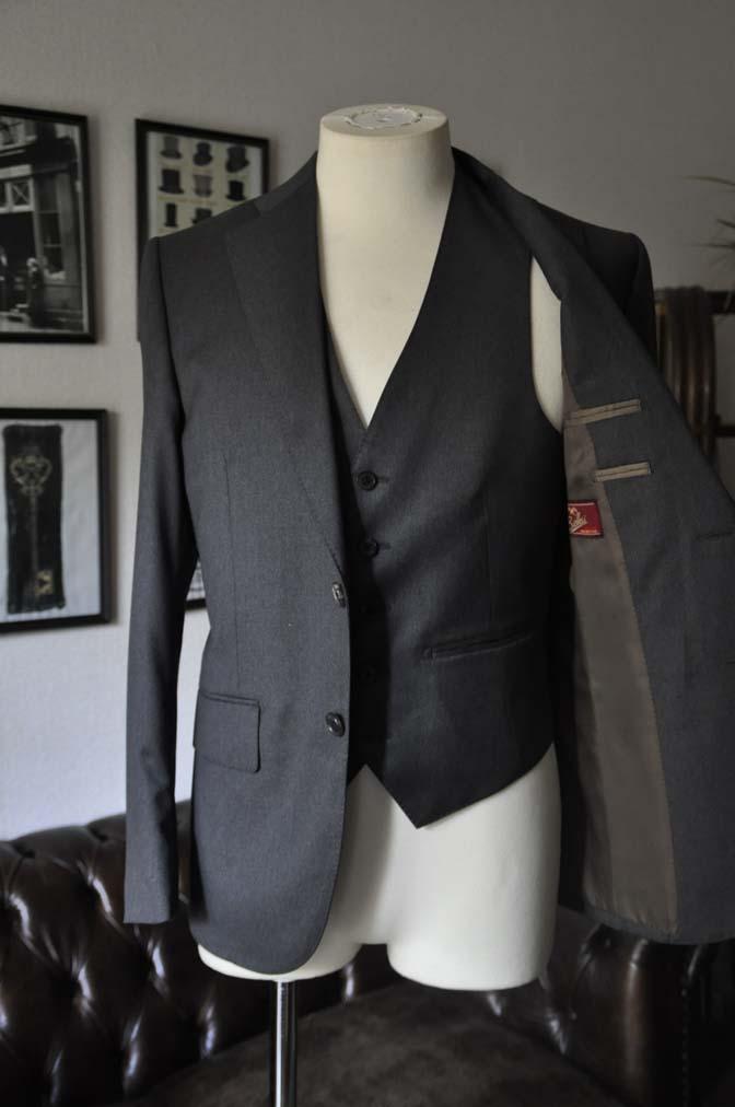 DSC0882 お客様のスーツの紹介-Biellesi 無地チャコールグレースリーピース- 名古屋の完全予約制オーダースーツ専門店DEFFERT