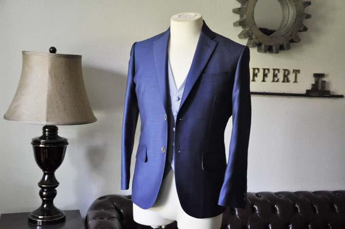 DSC0883-1 お客様のハワイウエディング衣装の紹介- ネイビージャケット、ブルー千鳥格子ベスト、ホワイトパンツ- 名古屋の完全予約制オーダースーツ専門店DEFFERT