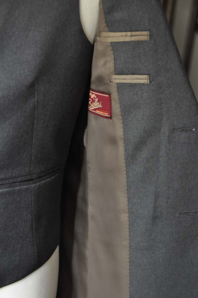 DSC08841 お客様のスーツの紹介-Biellesi 無地チャコールグレースリーピース- 名古屋の完全予約制オーダースーツ専門店DEFFERT