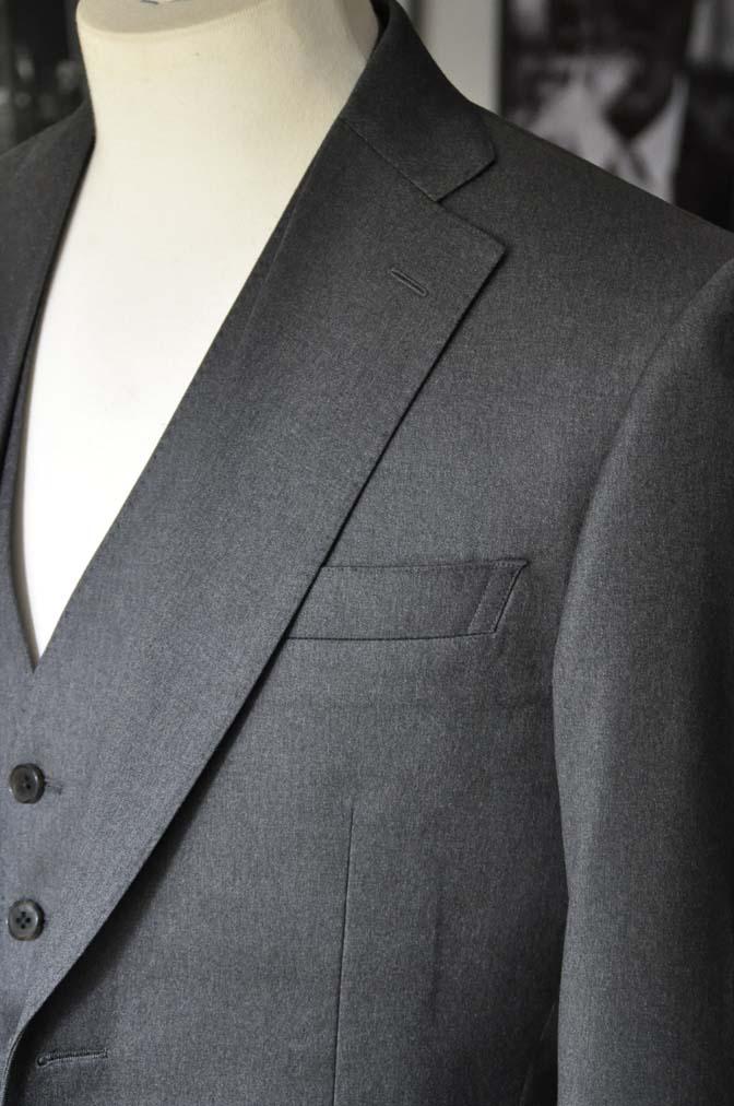DSC08874 お客様のスーツの紹介-Biellesi 無地チャコールグレースリーピース- 名古屋の完全予約制オーダースーツ専門店DEFFERT