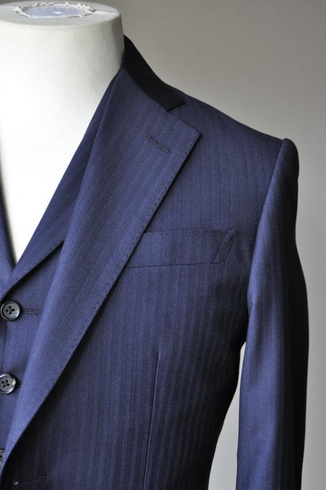 DSC0893 お客様のスーツの紹介-REDA ネイビーシャドーストライプ スリーピース-