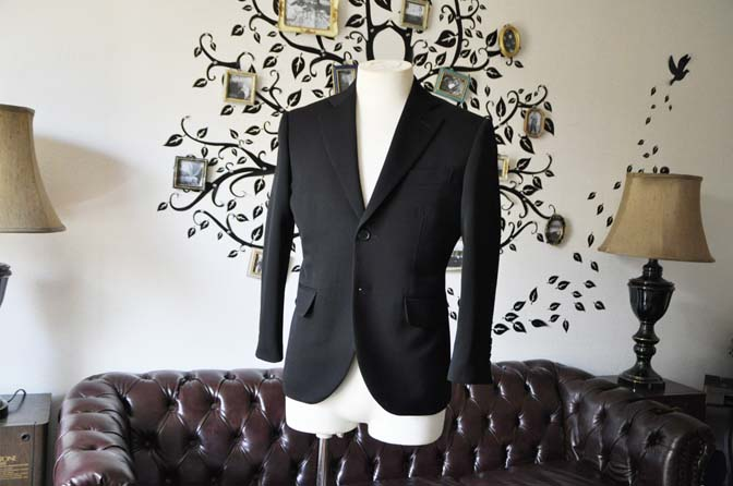 DSC0896-3 お客様のスーツの紹介-無地ブラックスーツ-