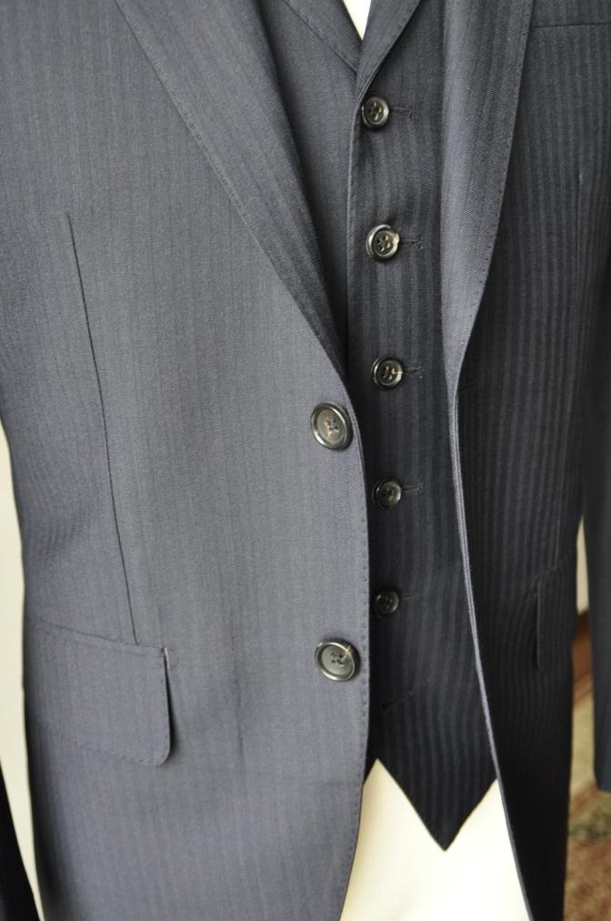 DSC0896 お客様のスーツの紹介-REDA ネイビーシャドーストライプ スリーピース-