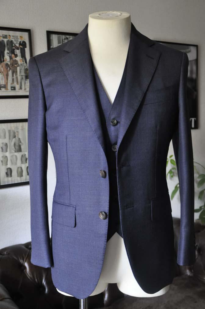DSC08992 スーツの紹介- 御幸毛織 無地ネイビースリーピースグレー-