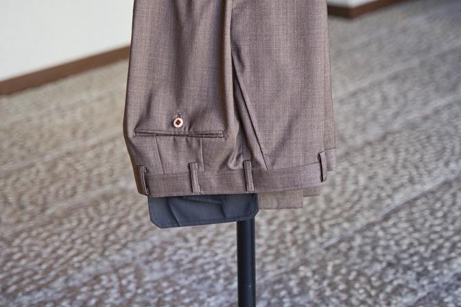 DSC08999 オーダースーツの紹介-Biellesiライトブラウンスーツ-